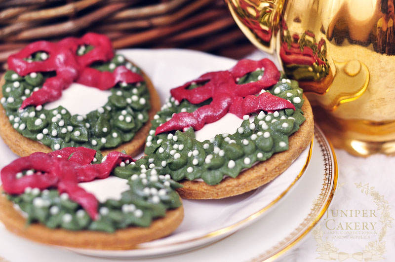 Christmas wreath iced cookies by Juniper Cakery