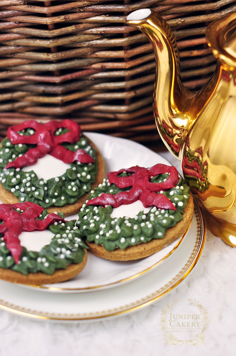 How to decorate traditional Christmas Wreath cookies by Juniper Cakery