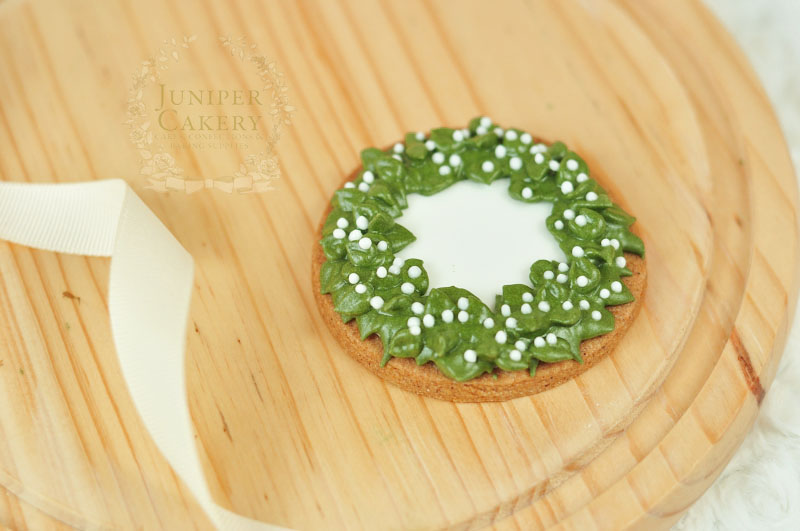 Make Christmas wreath cookies for the holidays with this tutorial by Juniper Cakery