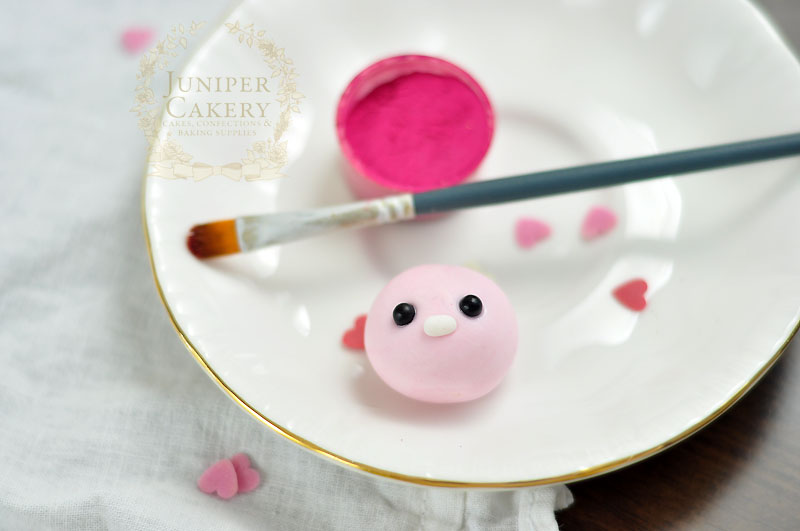 How to make a fondant love bug for Valentine's Day by Juniper Cakery