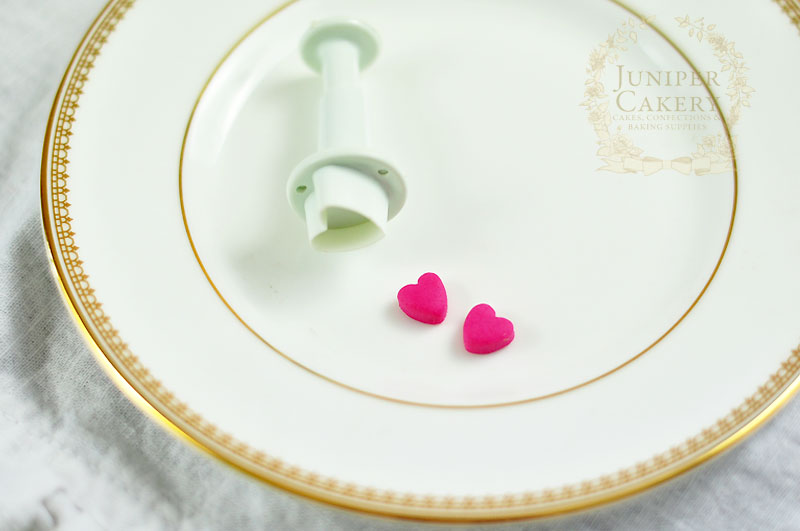 Create a sugar paste love bug for your Valentine's cupcakes with this how-to from Juniper Cakery