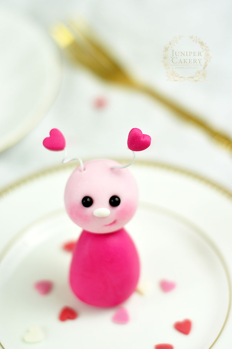 Sweet little fondant love bug tutorial by Juniper Cakery