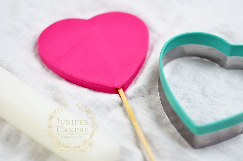 How to make a sugar paste ruffled heart for cakes by Juniper Cakery