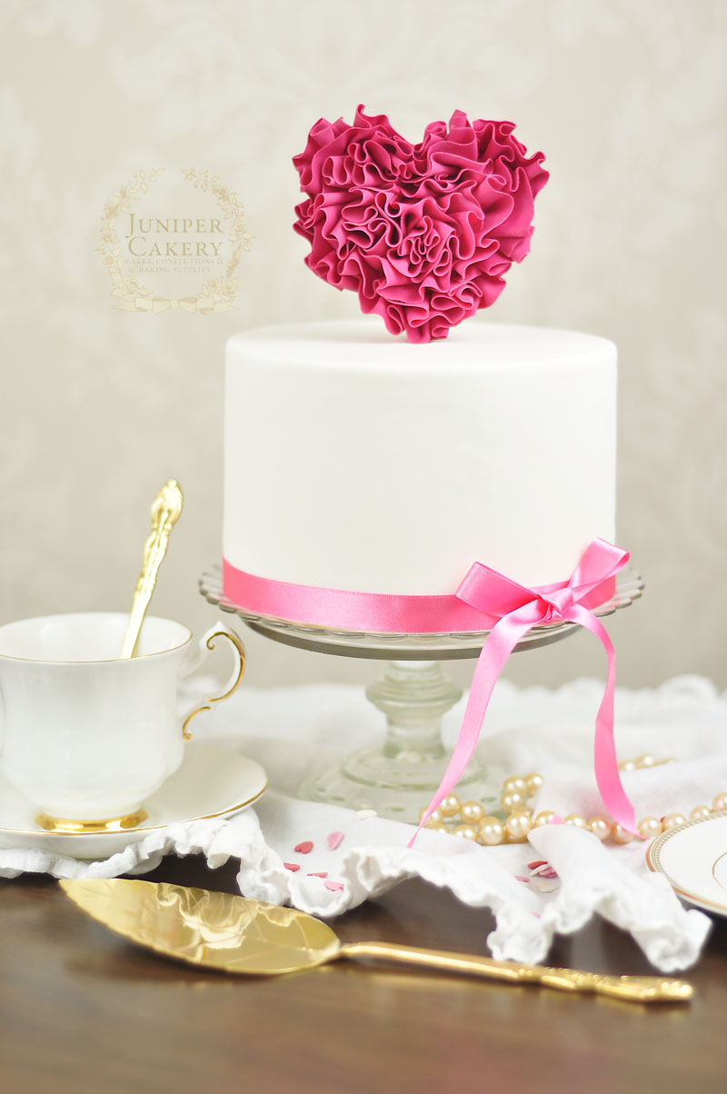 how to make a Valentine ruffled heart cake by Juniper Cakery