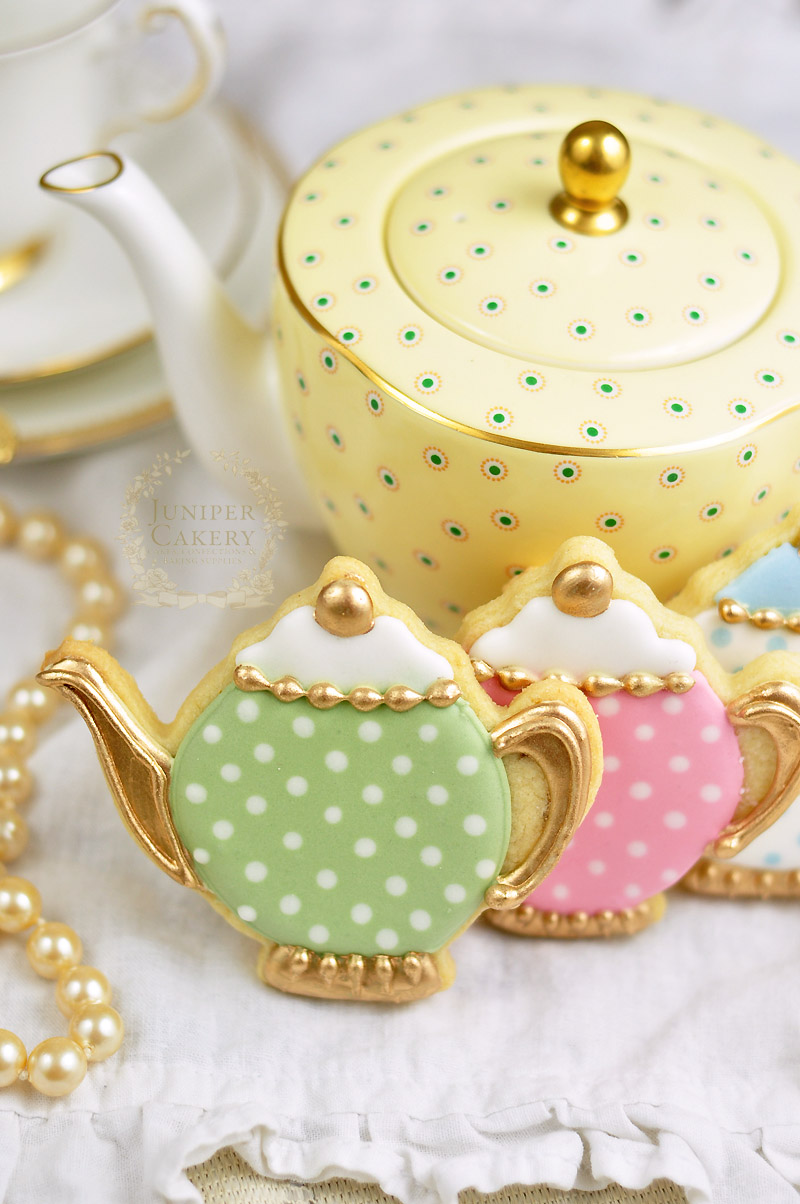 Sweet vintage teapot cookies by Juniper Cakery