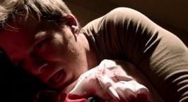 Um dos momentos decisivos do personagem: Tomar o corpo de Evelyn Vogel nos braços!