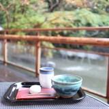 熱田神宮のお休み処『清め茶屋』テラス席で紅葉を愛でながら「きよめ餅とお抹茶」を楽しもう