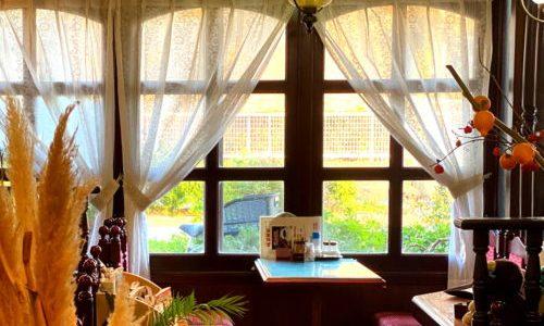 中川区『カフェテラス ビクトリア』アール窓にレースのカーテンが素敵なレトロ喫茶店