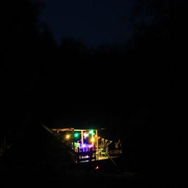 avond bell tent verhoogde vlonder