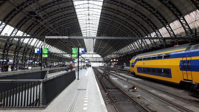 #Dica: Como ir de trem de Amsterdam Centraal para o Aeroporto Schiphol (AMS), a maneira mais econômica! (Holanda)