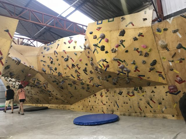 Casa de Pedra: praticando escalada boulder indoor em São Paulo-SP