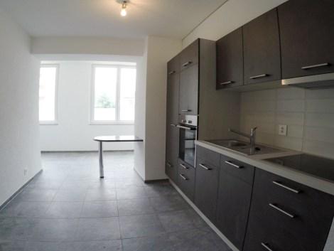 Appartement rénové de 2 pièces au rez-de-chaussée