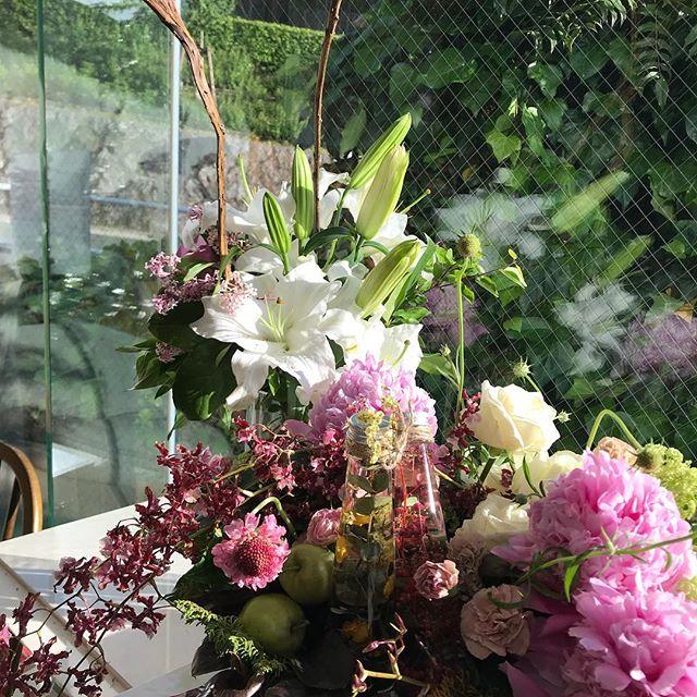 〜Cadeau de fête des mères à l'herbier〜ハーバリウムで母の日ギフトハーバリウムで母の日ギフトレッスンでーす。生徒様の作品です。皆さん個性的で同じくお花でもコンポートの色、ハーバリウムのお色、デザインによって随分変わりますね、素敵な母の日にしてくださいね!明日は、最終日、沢山の方々にいらして頂きとても感謝です明日もお待ちしてますね!#ハーバリウム#名古屋お花教室 #星ヶ丘 #お試しレッスン#母の日ギフト #母の日#アトリエジュリア#jurian.com#