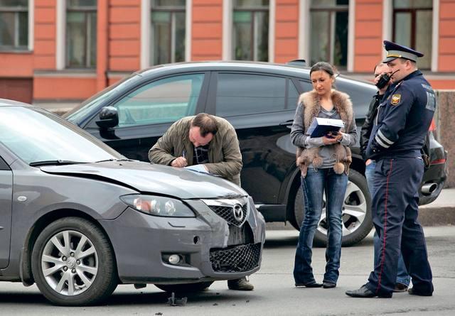 Какие действия должен предпринять водитель при совершении ДТП в 2019-2020 году — полная инструкция и советы юриста при аварии