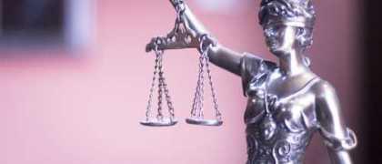 Advogados optantes do Simples Nacional não podem recolher ISSQN sobre alíquota fixa