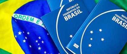 Brasileiros que moram fora têm até hoje para informar saída à Receita Federal