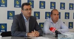 Laurentiu Ivanovici si Doru Caplea, au sustinut astazi la sediul PNL DOLJ o conferinta de presa. 12