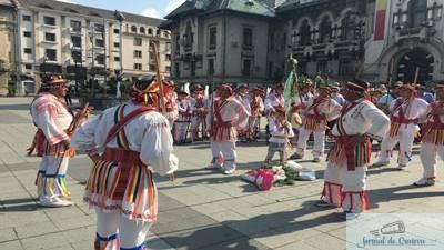 Spectacol inedit de Rusalii in centrul Craiovei si in Parcul Romanescu 1