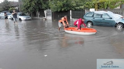 Ploaia de azi aduce din nou barca in peisajul craiovean ... 1
