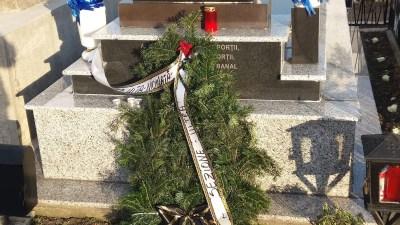Fotbal : De la mormantul lui Cristi Neamtu lipseste coroana depusa de Universitatea Craiova 2