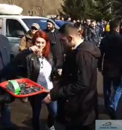 Liviu Dragnea, intampinat de Troncota Constantin cu o tava cu rahat turcesc si catuse la Resita 2