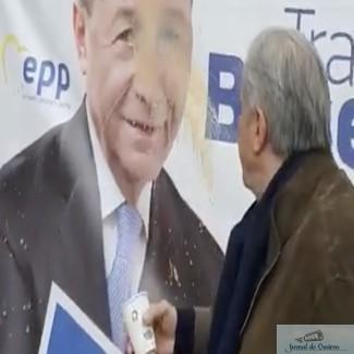 Ilie Nastase, primul pe lista UNPR, filmat in timp ce arunca cu cafea pe chipul lui Traian Basescu