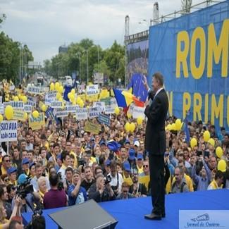 """""""Eliberati Romania! S-au cocotat in varful statului infractorii"""". Klaus Iohannis, indemn la lupta din Piata Victoriei. Marele miting al PNL – Video 1"""
