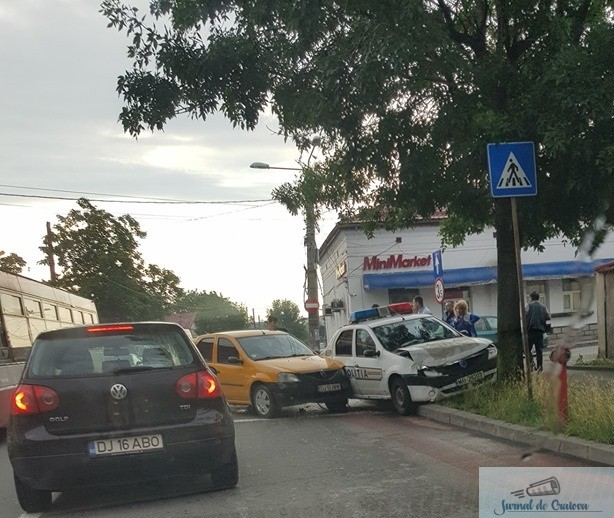 Masina de politie implicata intr-un accident in zona Pietei Chiriac 2