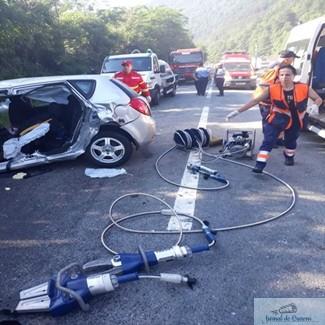Accident pe Valea Oltului, soldat cu un mort si doi raniti 1