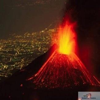 Video : Vulcanul ETNA din Sicilia s-a trezit. Tone de lava incasdescenta si cenusa aruncate in aer 1