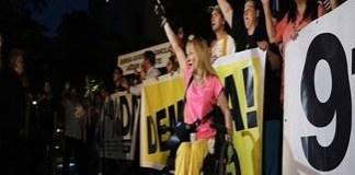 Statul versus protestatarii anti-PSD : Carmen Dan ancheteaza o persoana in carucior !