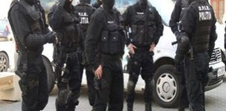 Cinci interlopi au fost retinuti, dupa perchezitiile DIICOT si FBI din Craiova si Bucuresti