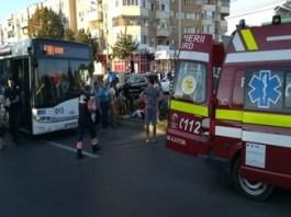 Un craiovean a fost lovit de autobuz, dupa ce a traversat in fuga