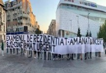 Studentii rezidenti au protestat in Piata Mihai Viteazul