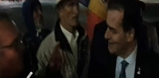 Primul pas spre NORMALITATE ! Premierul Romaniei a venit aseara in Piata Victoriei sa vorbeasca cu protestatarii !