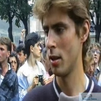 "Filmare cu Marian Morosanu, in 1990, inainte de a fi batut de mineri. Olguta Vasilescu l-a catalogat drept ""retardat"""