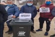 Protest in Calarasi , jud. Dolj ! PSD a fost primit cu tomberoanele .. Taxa pe gunoi este un furt din buzunarul cetatenilor !