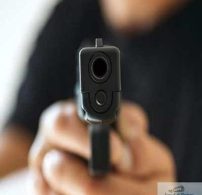 Ce au pățit doi tineri din Segarcea după ce s-au lăudat cu un pistol pe Facebook