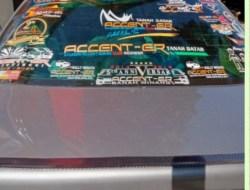 Mobil dengan Stiker Terbanyak di Tanah Datar