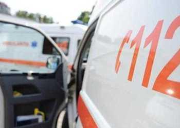 Incredibil, dar aşa este! Maşina pentru transport bolnavi de la Câmpulung e deservită de un singur ambulanţier, care are dureri de spate 4