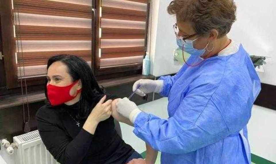 """Simona Bucura Oprescu: """"Am avut încredere în AstraZeneca și mă simt bine!"""" 1"""