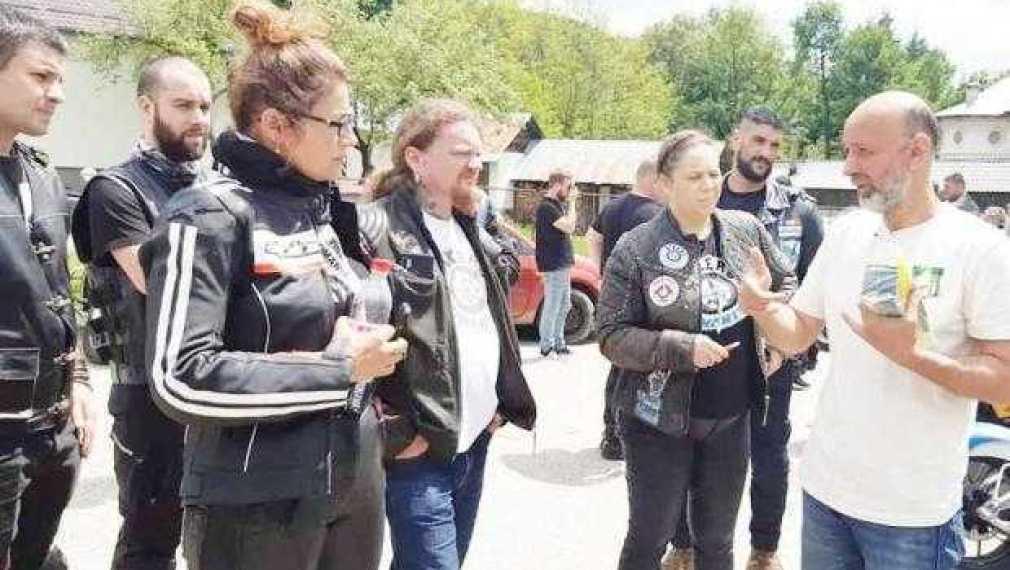 Săptămâna trecută, Valeriu Nicolae şi copiii de la Nucşoara au fost vizitaţi de 30 de motociclişti din clubul Bikers for Humanity România