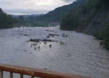 România, sub efectul ciclonului din Marea Neagră: Un mort, un dispărut, zeci de localități inundate 21