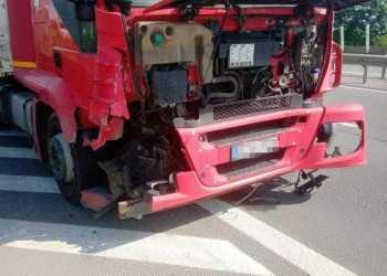 Trei mașini și un camion au fost implicate în accidentul de pe A1 4