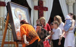 Rugăciuni la Icoana Prodromița, o copie fidelă a icoanei făcătoare de minuni de la Sf. Munte Athos