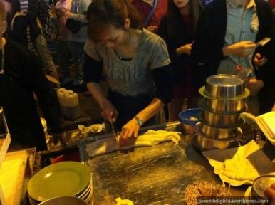 Cutting of Cheung fun; Kweilin Street Night Market