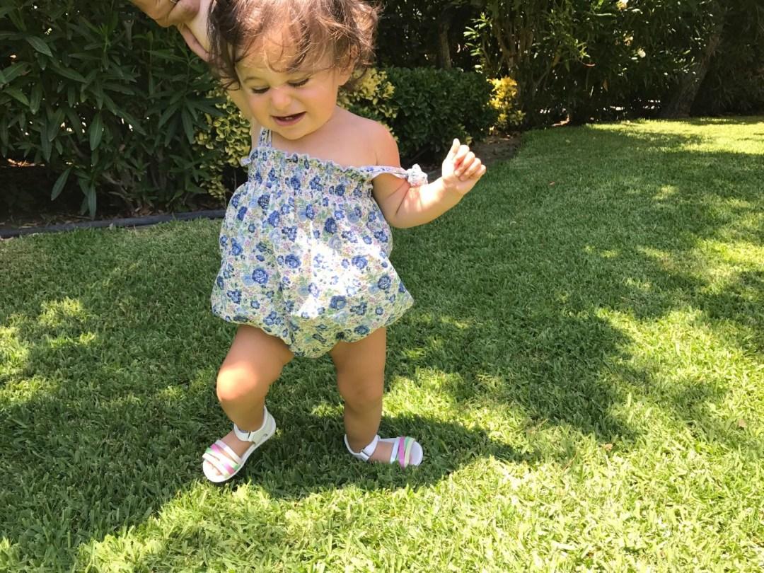 aiutare-i-bambini-a-camminare-scapre-pablosky-primi-passi-mamme-blogger