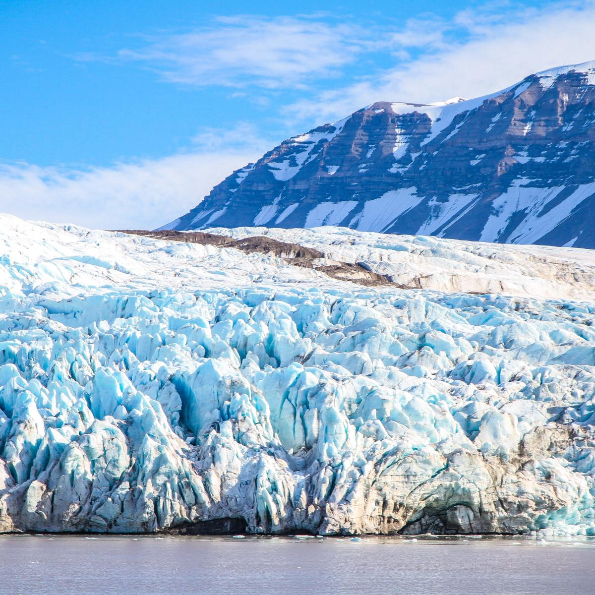 why are glaciers blue?