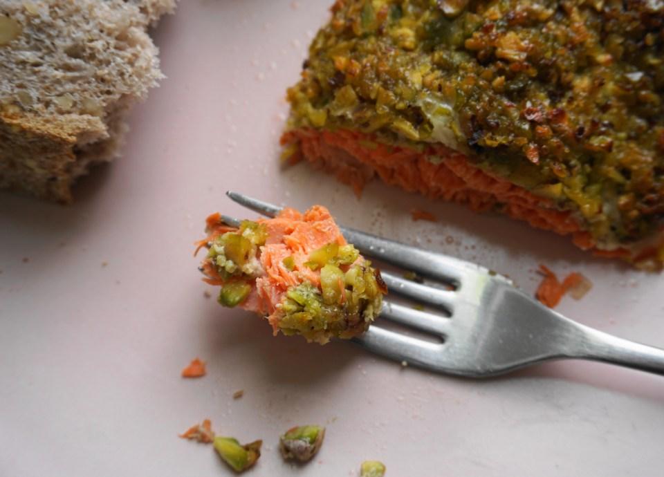 Pistachio salmon bite1
