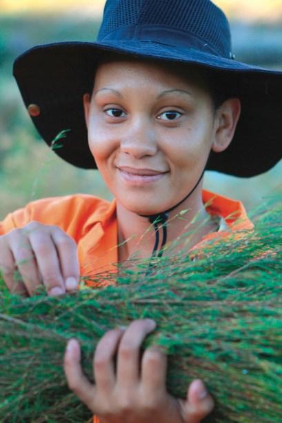 Raccoglitrice della piccola cooperativa sudafricana di Wupperthal